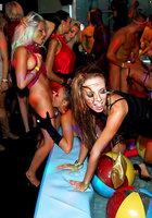 Пьяные цыпочки устроили оргию во время вечеринки 13 фотография