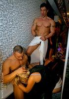 На вечеринке пьяные девушки начали развратничать с парнями 7 фотография