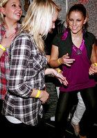 На вечеринке пьяные девушки начали развратничать с парнями 10 фотография