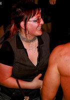 На вечеринке пьяные девушки начали развратничать с парнями 13 фотография