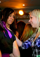 На вечеринке пьяные девушки начали развратничать с парнями 14 фотография