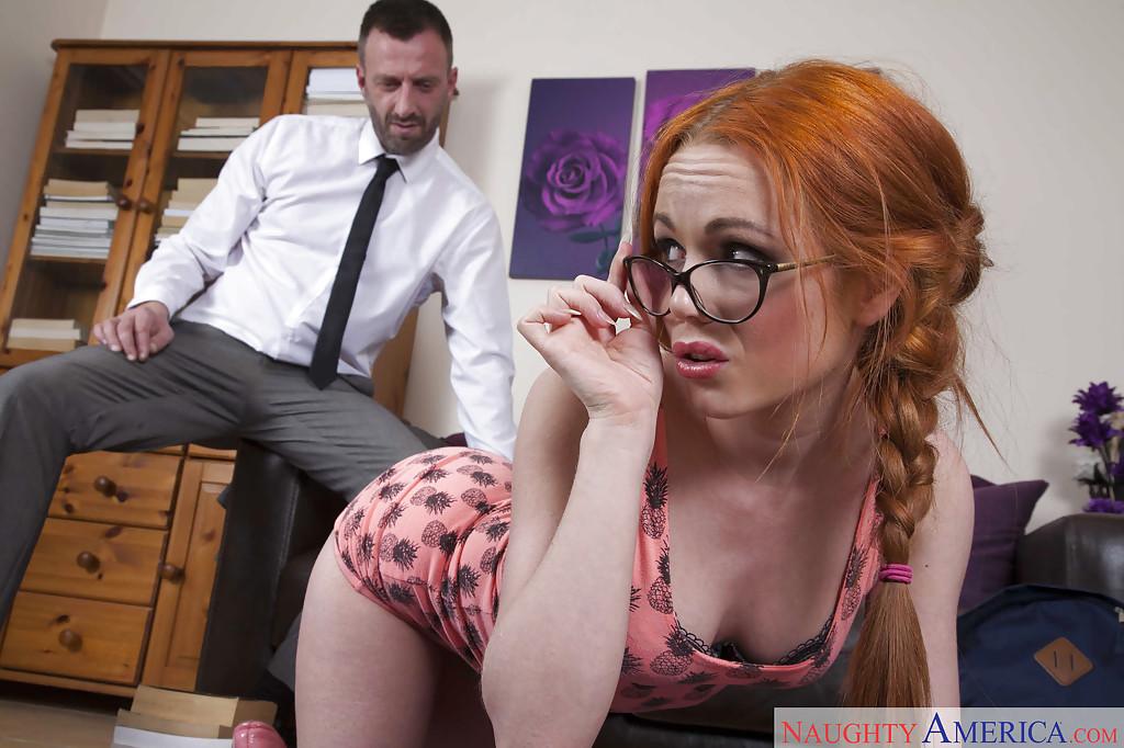 Рыжая сучка в очках и с косичками на полу трахается в пизду с дядей смотреть эротику