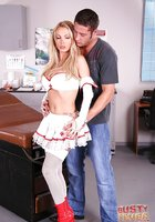 Сисястая медсестра в красных сапогах отсасывает чуваку в кабинете 1 фотография