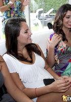 Голый негр развлекает баб на девичнике и иногда дает им в рот 4 фотография