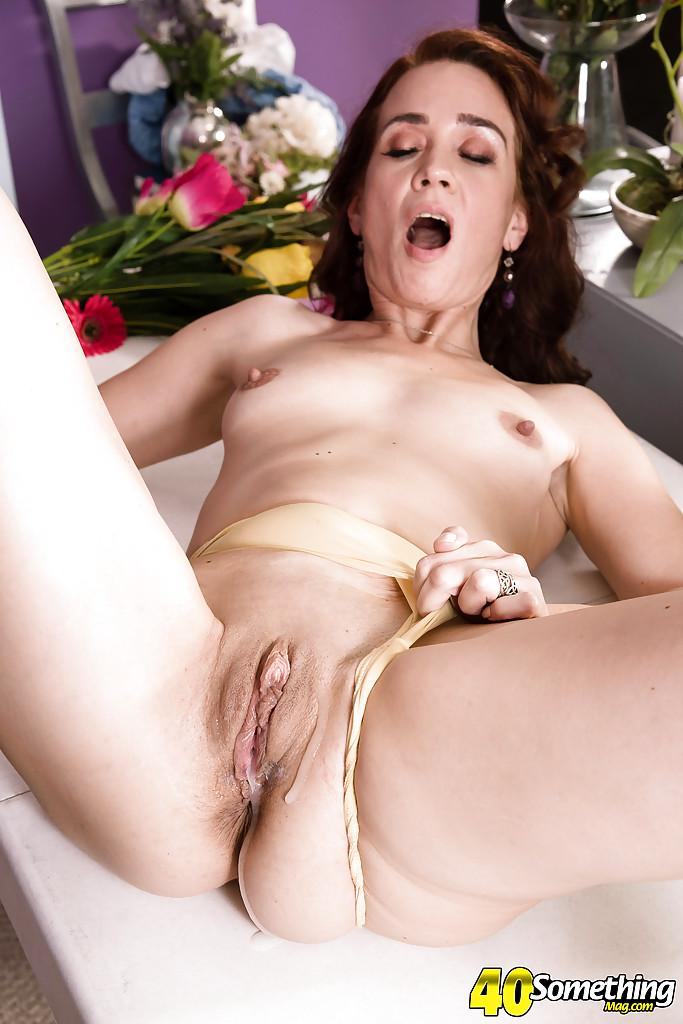 Мускулистый негр порет мамочку не снявшую трусики в апартаментах смотреть эротику