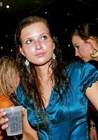 Пьяные цыпочки согласились на групповуху в ночном клубе 10 фото