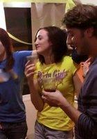 В общаге две студентки согласились на групповуху с товарищами 1 фотография