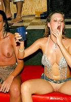 На мокрой вечеринке пьяные бабы согласились на групповуху 11 фото