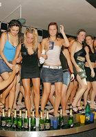 На мокрой вечеринке пьяные бабы согласились на групповуху 14 фото