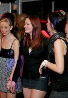 Выпившие цыпочки чтобы не скучать в ночном клубе занялись групповым сексом 2 фотография