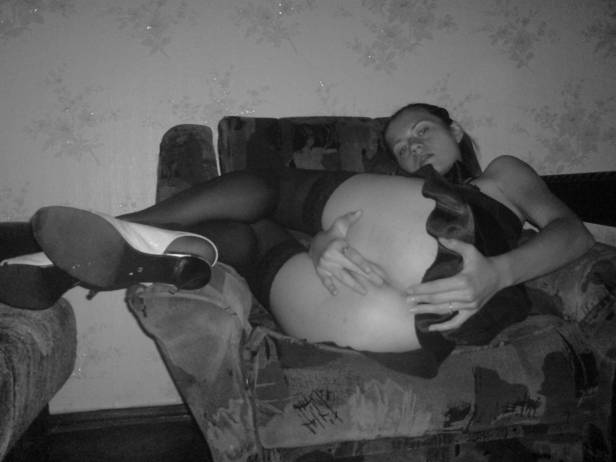Черно-белые картинки того как фрау делает минет в домашних условиях