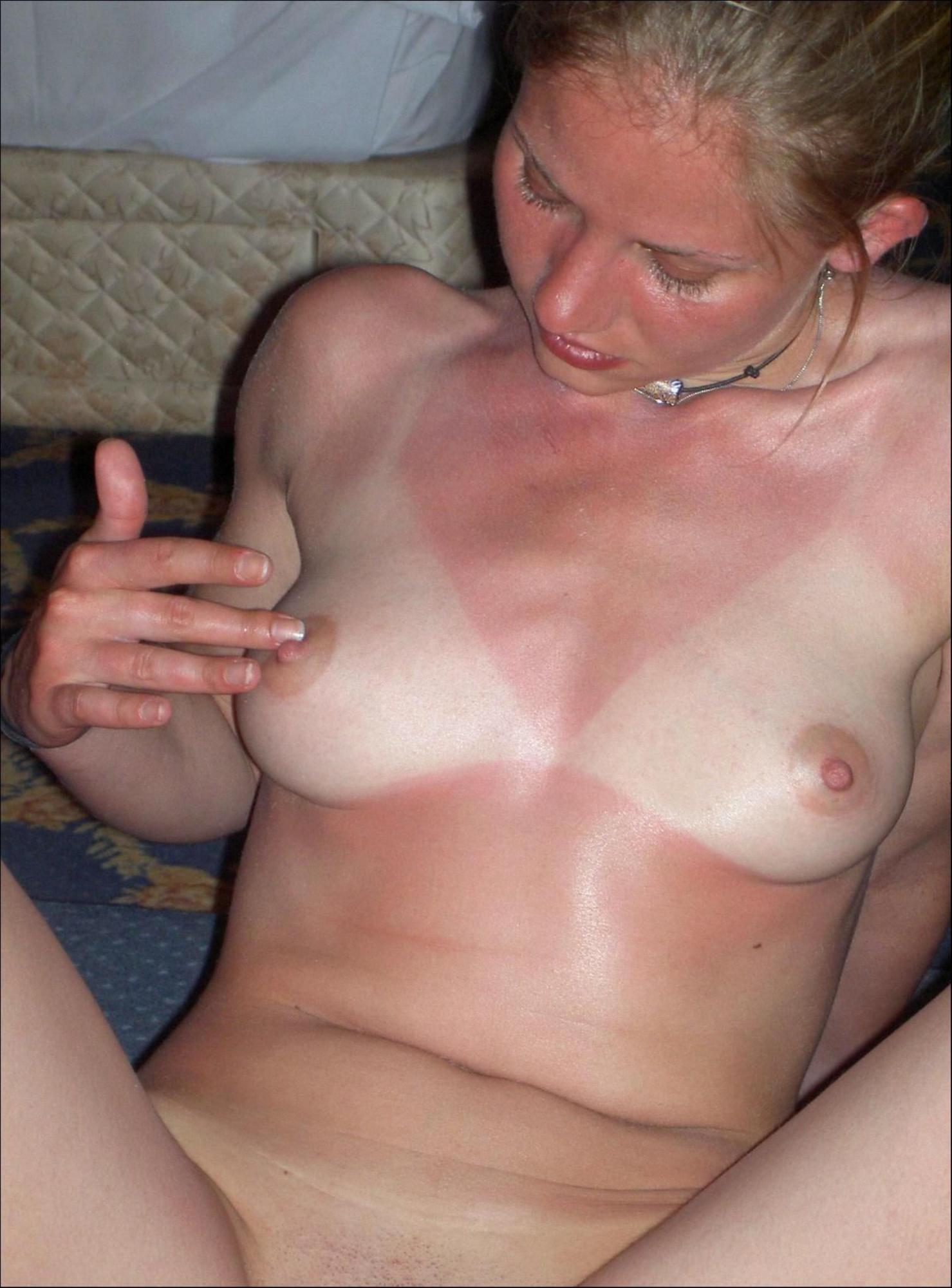 Обгоревшая на солнце зазноба делает мужу минет в квартире