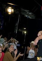 На девичнике пьяные телки по очереди отсасывают стриптизеру 2 фотография