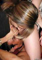 Парень в бабочке трахает выпивших молодух на девичнике 5 фотография