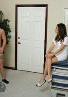 Медсестра в красном лифчике занимается сексом с пациентом в кабинете 1 фотография
