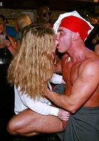 Мужской персонал ночного клуба трахает посетительниц в разгар вечеринки 9 фотография