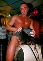 Мужской персонал ночного клуба трахает посетительниц в разгар вечеринки 15 фотография