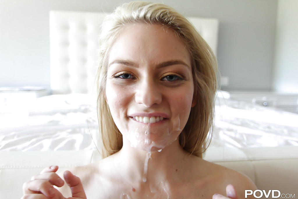 Голубоглазая блонда отдалась парню чтобы тот накончал ей на лицо