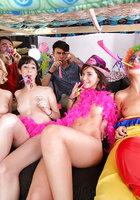 18 летняя именинница устроила групповуху с подругами и парнями в общаге 8 фотография