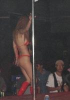 Азиатки в нижнем белье двигаются вокруг пилона в стриптиз-клубе 9 фотография