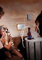 Инопланетные свингеры занимаются групповым сексом в доме 1 фотография