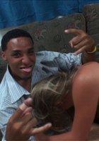 Пьяные студентки трахаются с одногруппниками на вечеринке 9 фотография