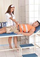 Зрелый строитель развел на минет новенькую медсестру 2 фотография