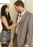 Любовница в ботфортах насаживается очком на стояк изменника в номере отеля 3 фотография