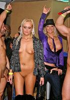 Пьяная оргия в чешском ночном клубе 15 фотография