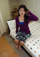 Азиатка с плоскими титьками дрочит волосатую манду вибро-яйцом 2 фотография