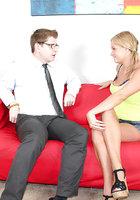 Молодуха в джинсовых шортах дрочит крупный член очкарика на красном диване 2 фотография