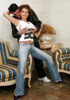 Высокая телка в джинсах отдалась хахалю с большой елдой 2 фотография