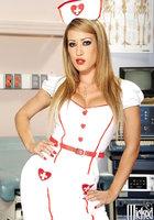 Стриптиз горячей медсестры в белых чулках 1 фотография