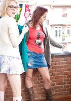 Рыжая лесбиянка и белобрысая подруга устроили шалости на полу 1 фотография