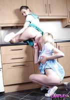 Две морячки в униформе занимаются лесбийским сексом на кухне 5 фотография