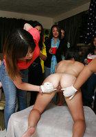 Четыре обнаженные лесбиянки занимаются фейсситингом перед телками 6 фотография