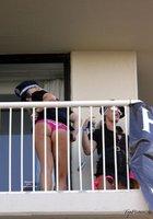 Разные телки оголяют интимные части тела на балконе 4 фотография